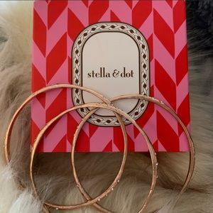 Rose coloured bangle set